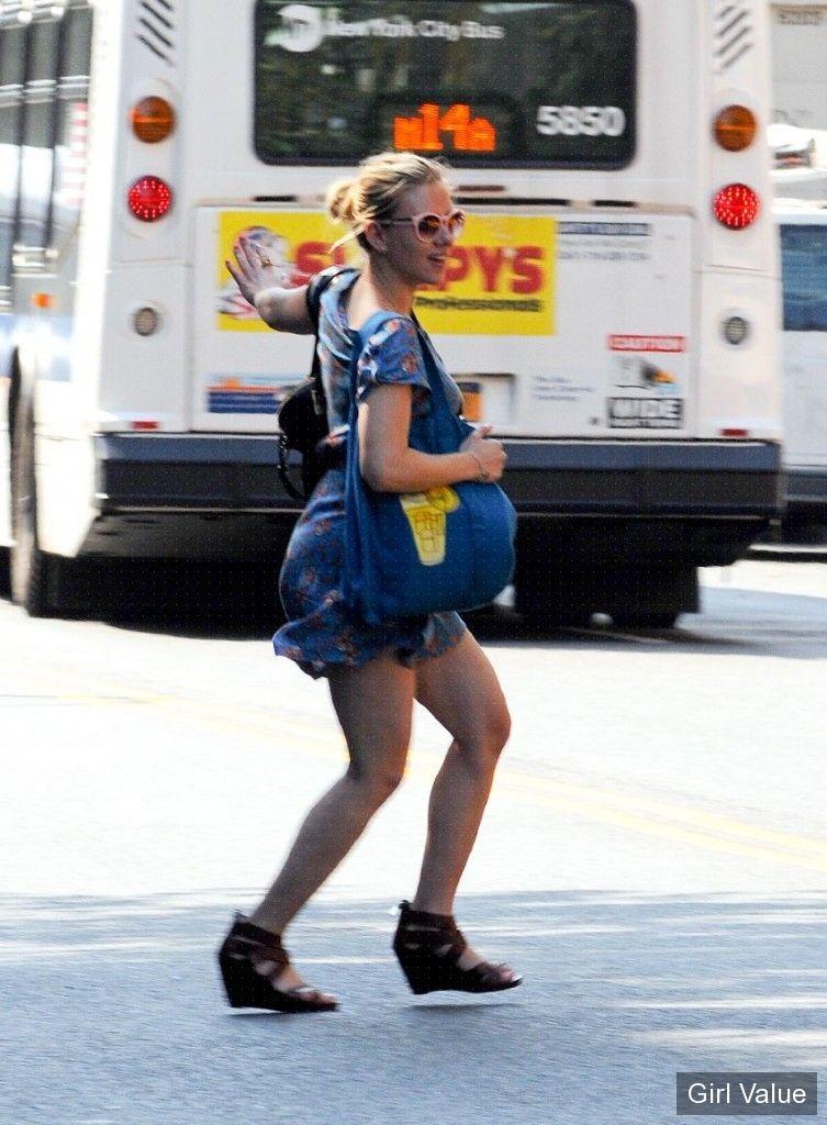 scarlett johansson stops traffic in new york