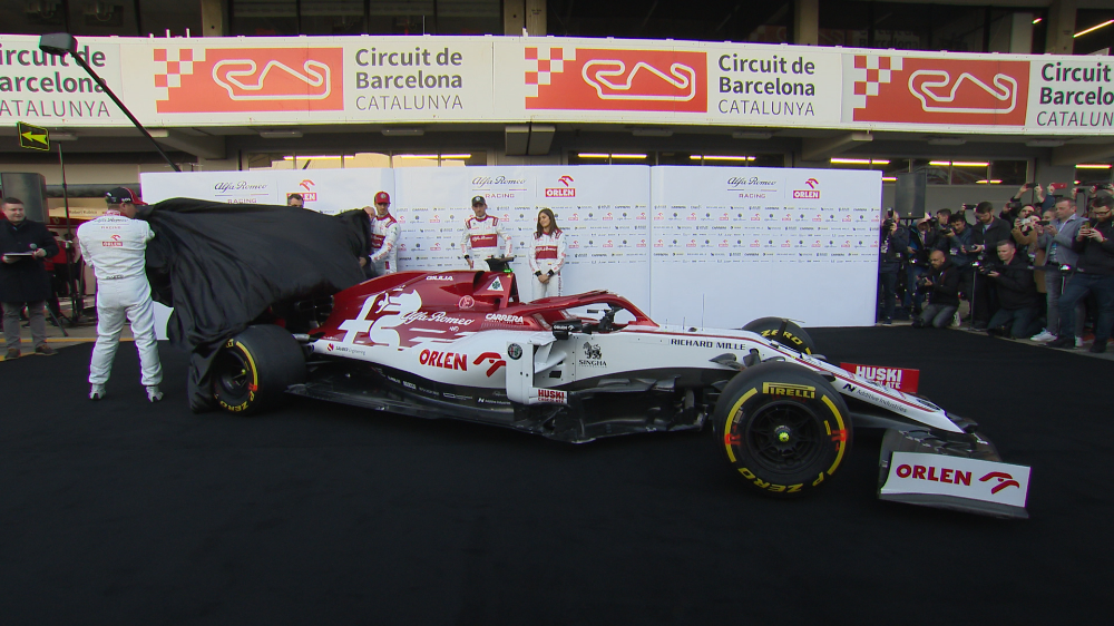Raikkonen And Giovinazzi Unveil 2020 Alfa Romeo F1 Car At Testing Formula 1 Formula One Red Bull Racing Car