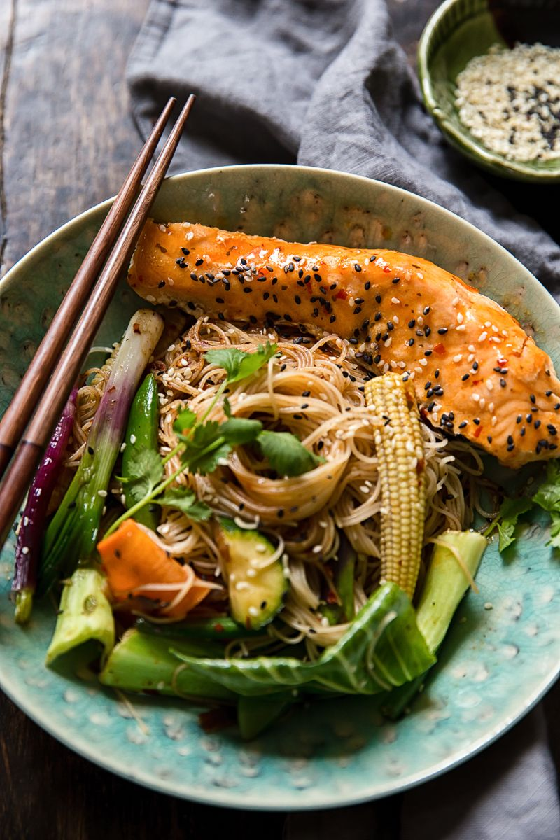 Chilli Lime Salmon Mee Goreng (Fried Noodles) with a tasty vegetable stir fry is a real time saver when you are feeling under pressure!