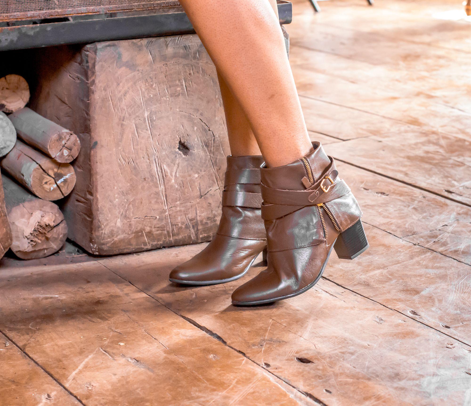 31fcbb6c2 No inverno 2016 da Constance você encontra mais de 150 modelos de botas.