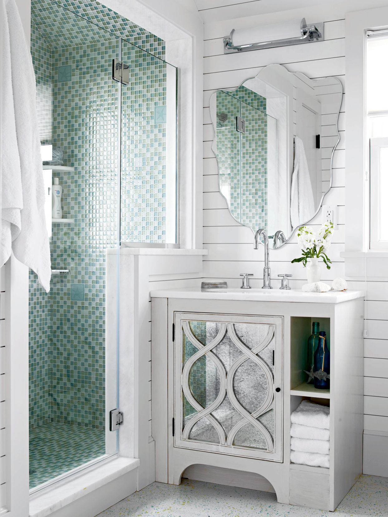 19 Small Bathroom Vanity Ideas That Pack In Plenty Of Storage In 2020 Small Bathroom Vanities Bathroom Remodel Designs Minimalist Small Bathrooms