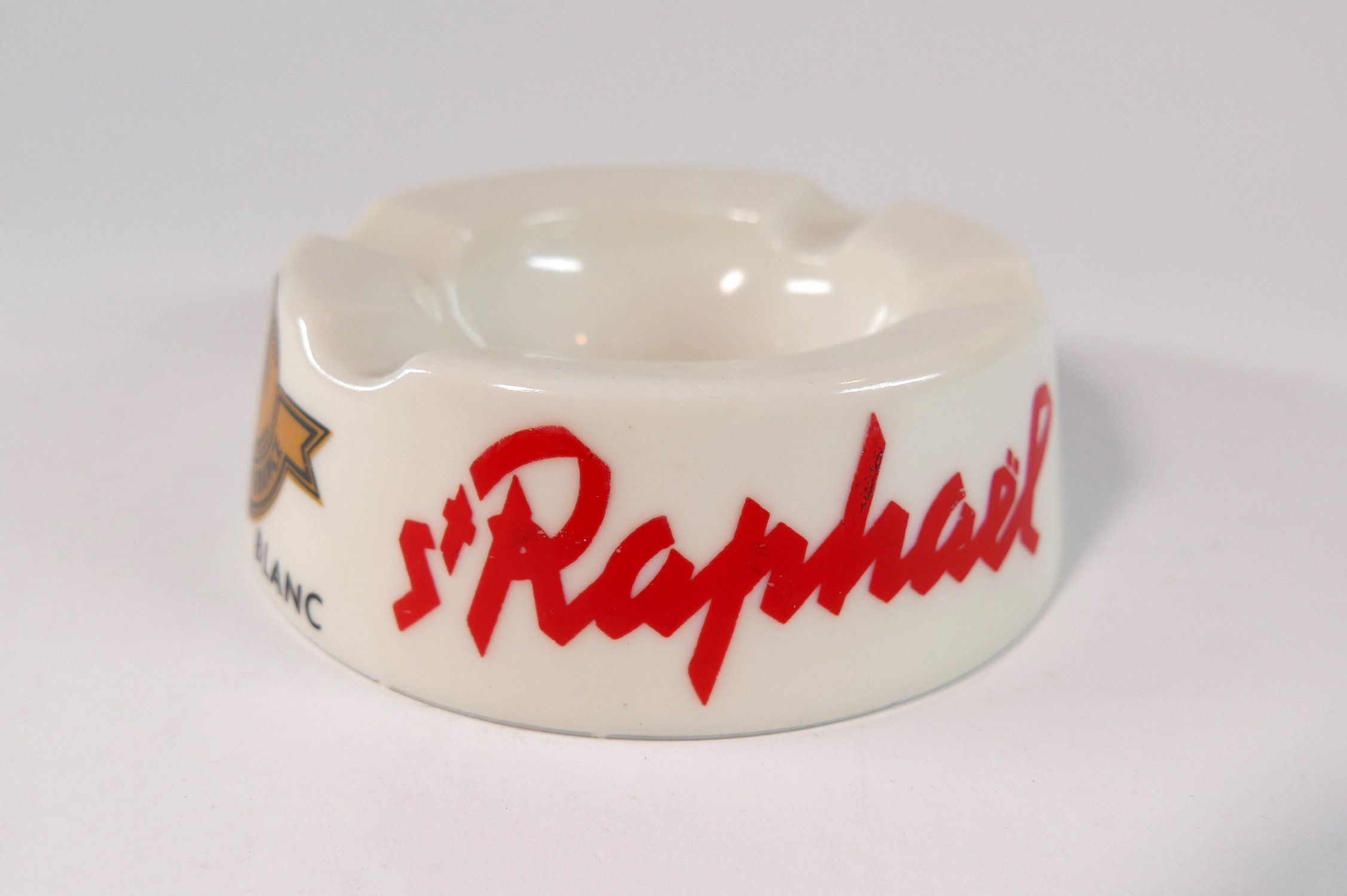 Vintage St Raphael Aperitif Opal Glass Advertising Ashtray Etsy In 2020 Aperitif Alcoholic Drinks Vintage