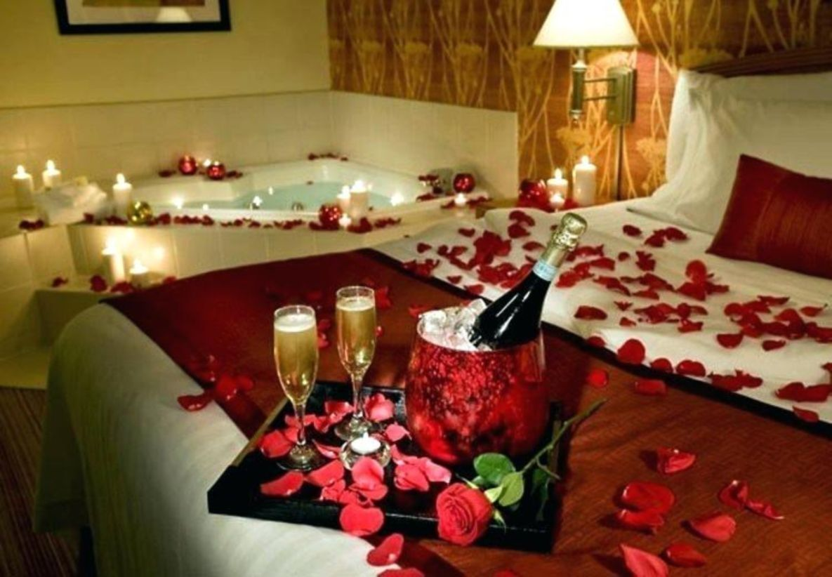 47 Surprise Decor For Valentine S Day In 2020 Valentine Bedroom Decor Valentines Bedroom Romantic Decor