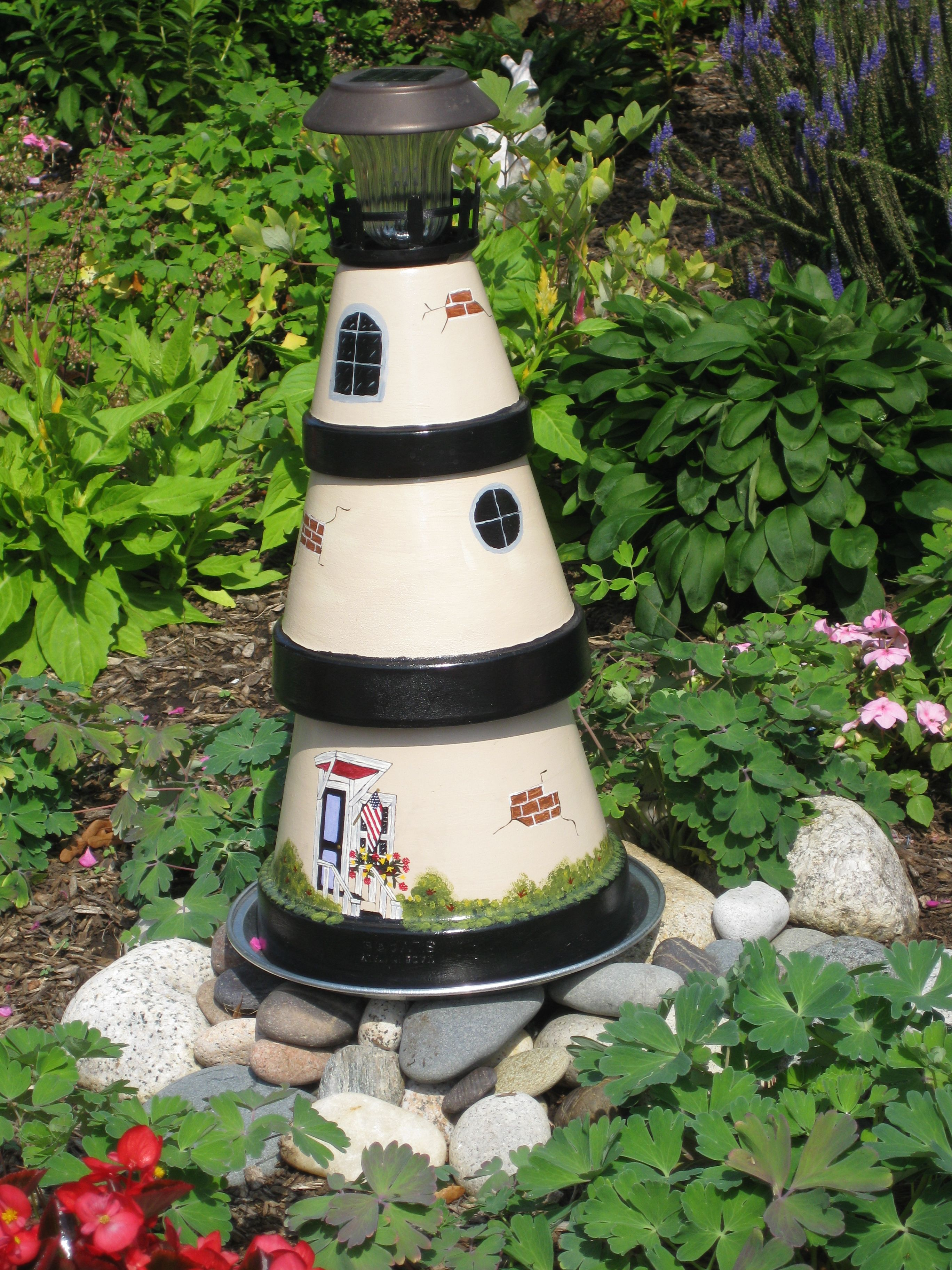 Lighthouse made of clay pots and hand painted guille for Faros para jardin