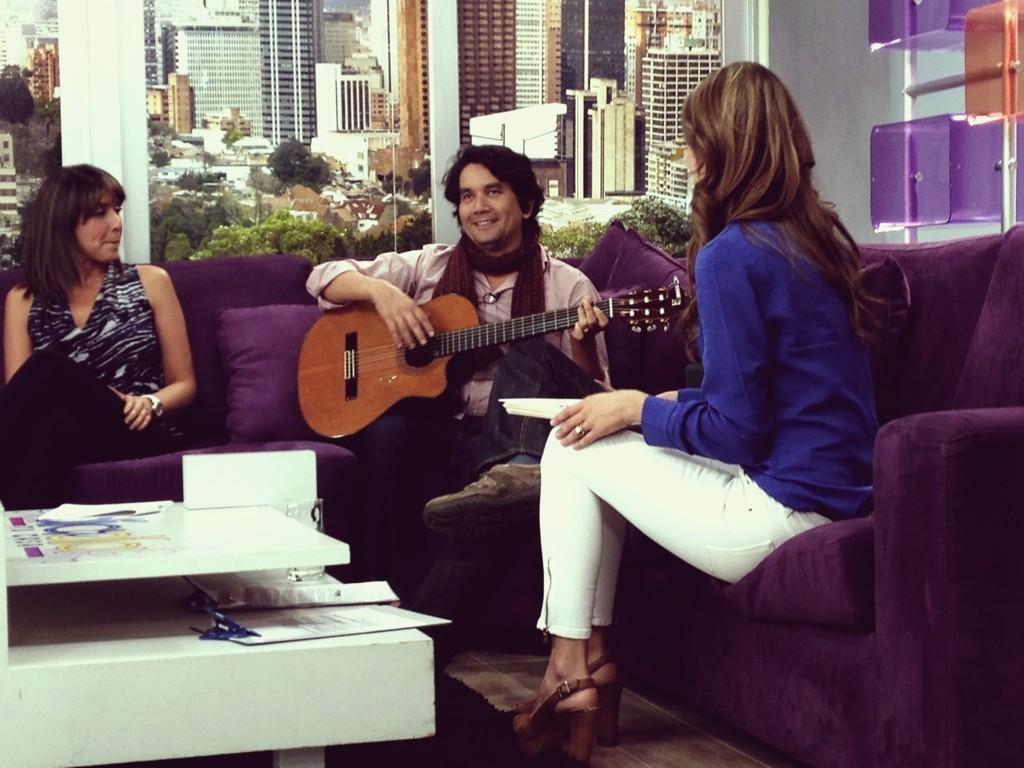 El cantautor colombiano estuvo en nuestro programa promocionando su último sencillo, que pondrá a bailar a todos sus seguidores.
