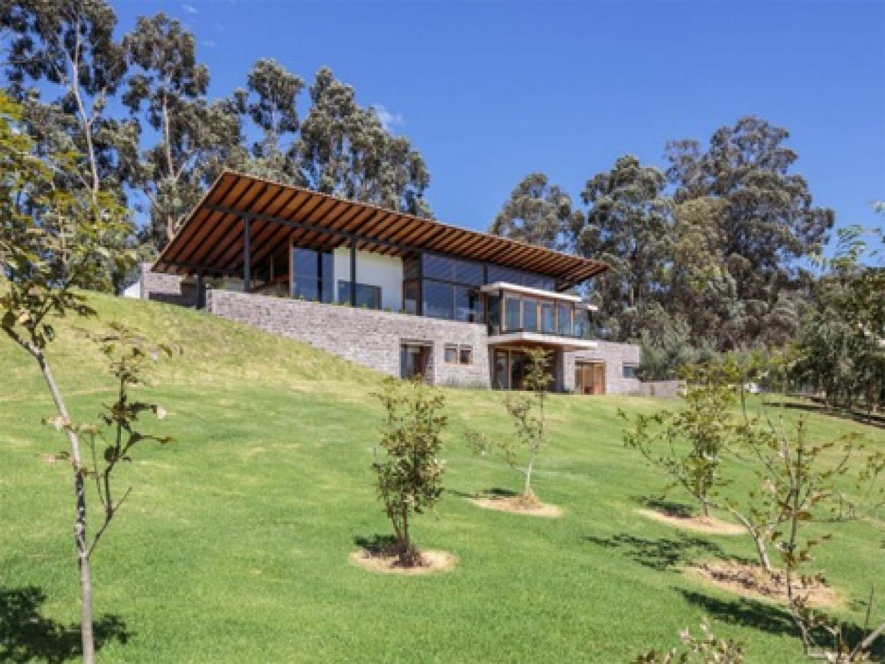 Small modern hillside house plans with attractive design modern