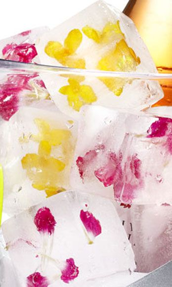 5 Kickass DIY Ideas For Your Memorial Day Party: Floral ice cubes