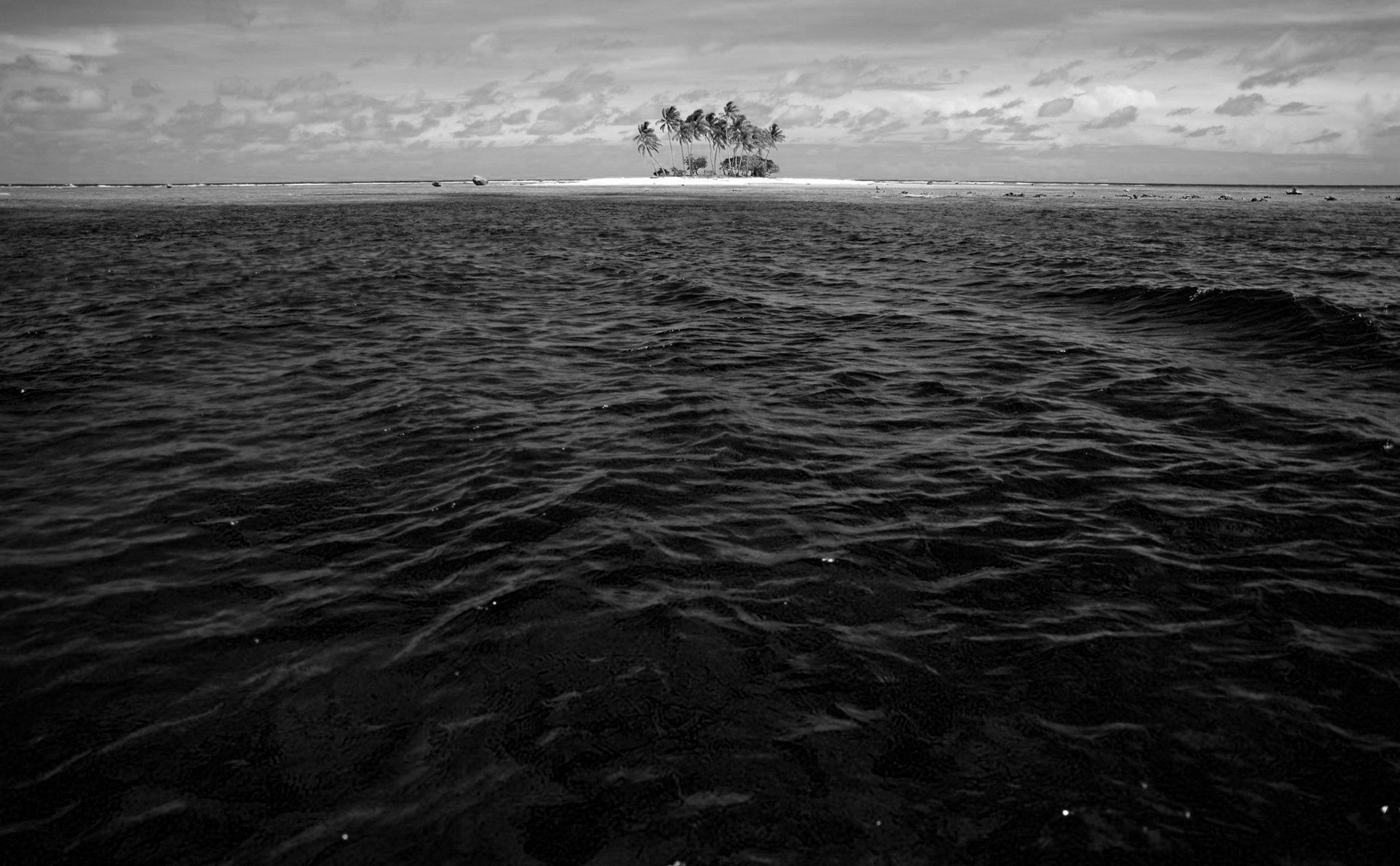 Water beach dark Noir monochrome blackwater wallpaper ...