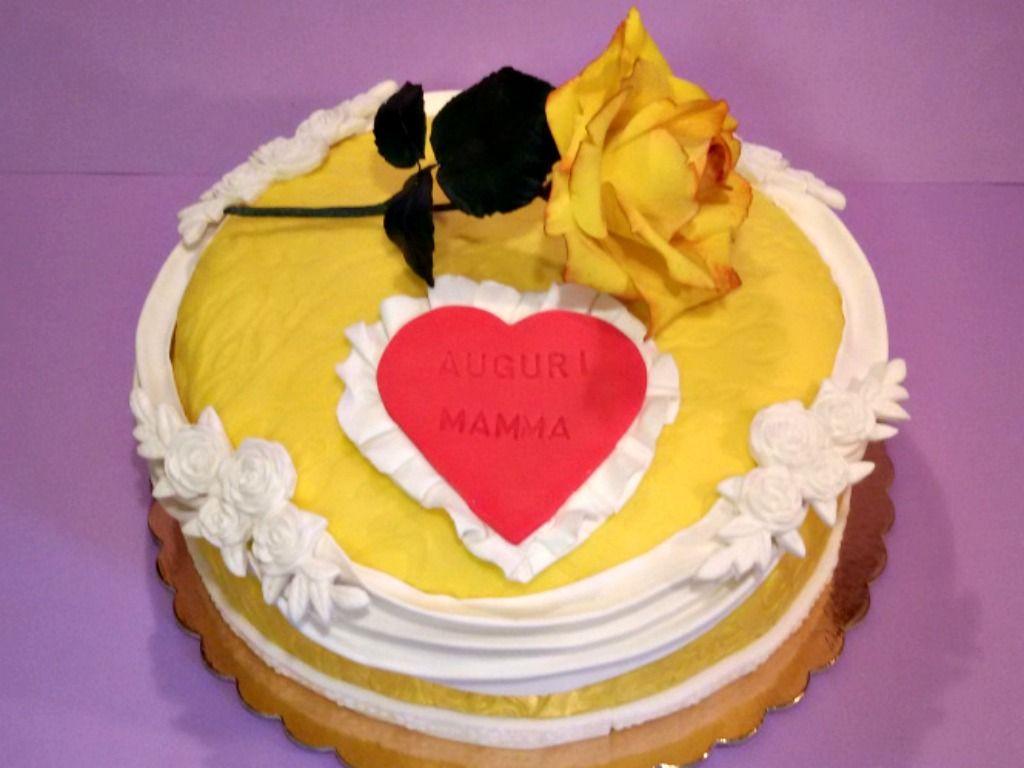 Torta decorata inviata da Silvia Borrotzu alla nostra App per smartphone. Clicca e scarica anche tu la nostra App e inviaci le foto delle tue torte e le tue ricette.