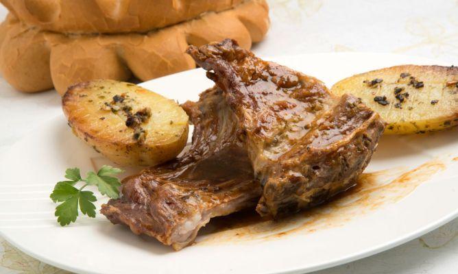 Hogarutil.com Cocina | Receta De Lechazo Y Patatas A La Manarra Recipe