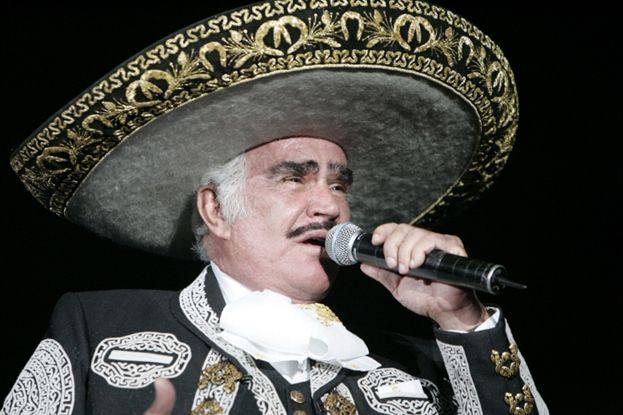 Vicente Fernandez es un cantante y actor muy famoso y conocido.