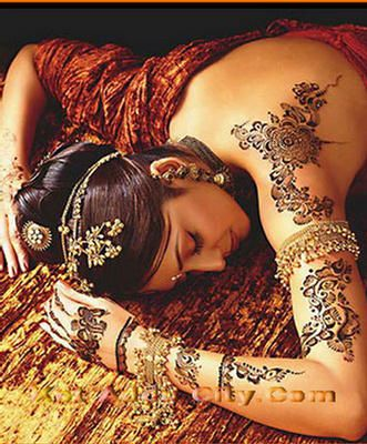 Mehndi-on-Back-Bollywood-style-2.jpg (331×400) www.WorkWithDaveandAngie.com