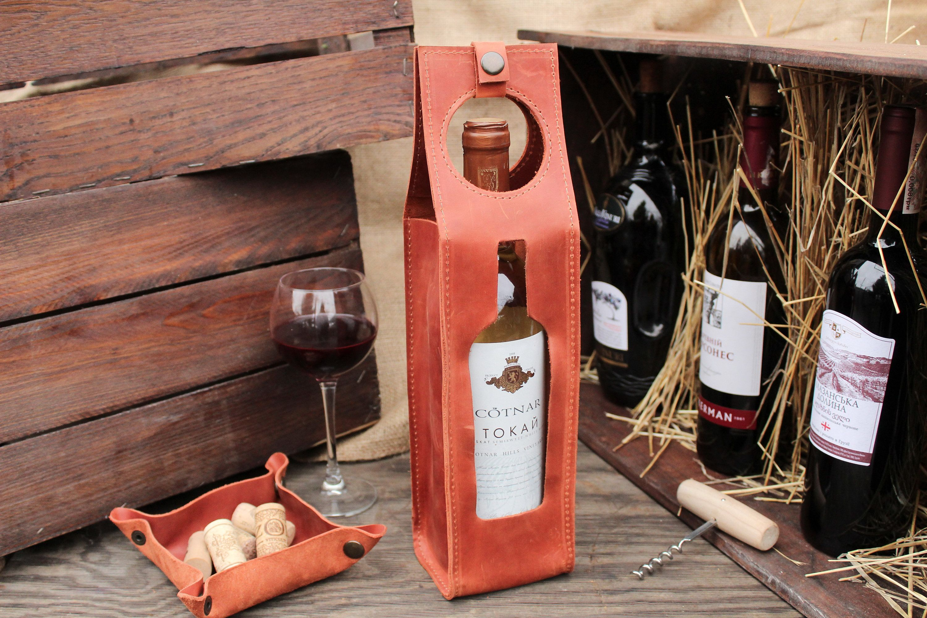 Leather Bottle Bag Etsy In 2020 Leather Wine Carrier Wine Gifts Wine Bag