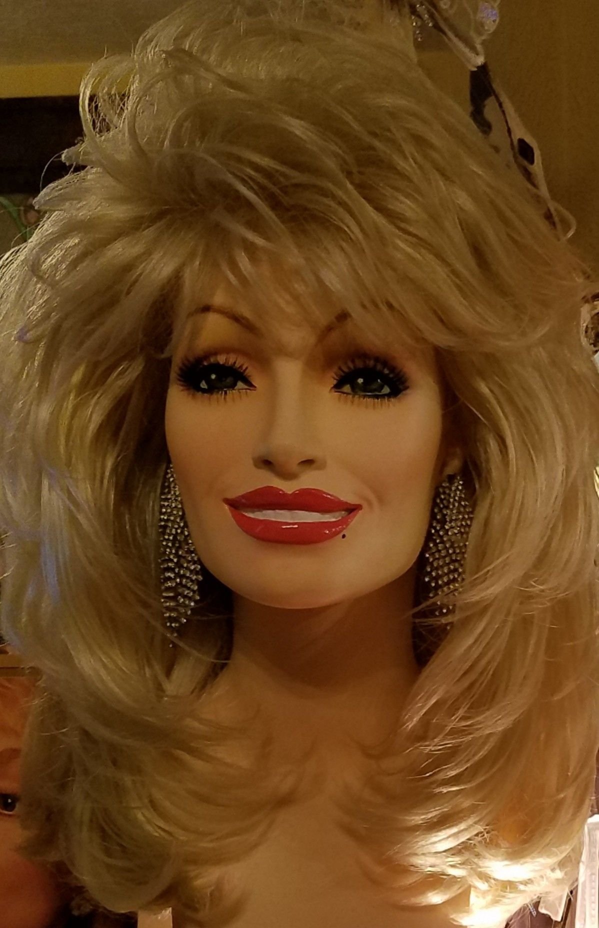 Dolly Parton Wigs From Dolly S Secret Collection Style Dolly S Own Shown In 23d Blonde Bombshell From Dollys Spotlig Dolly Parton Wigs Long Hair Styles Wigs