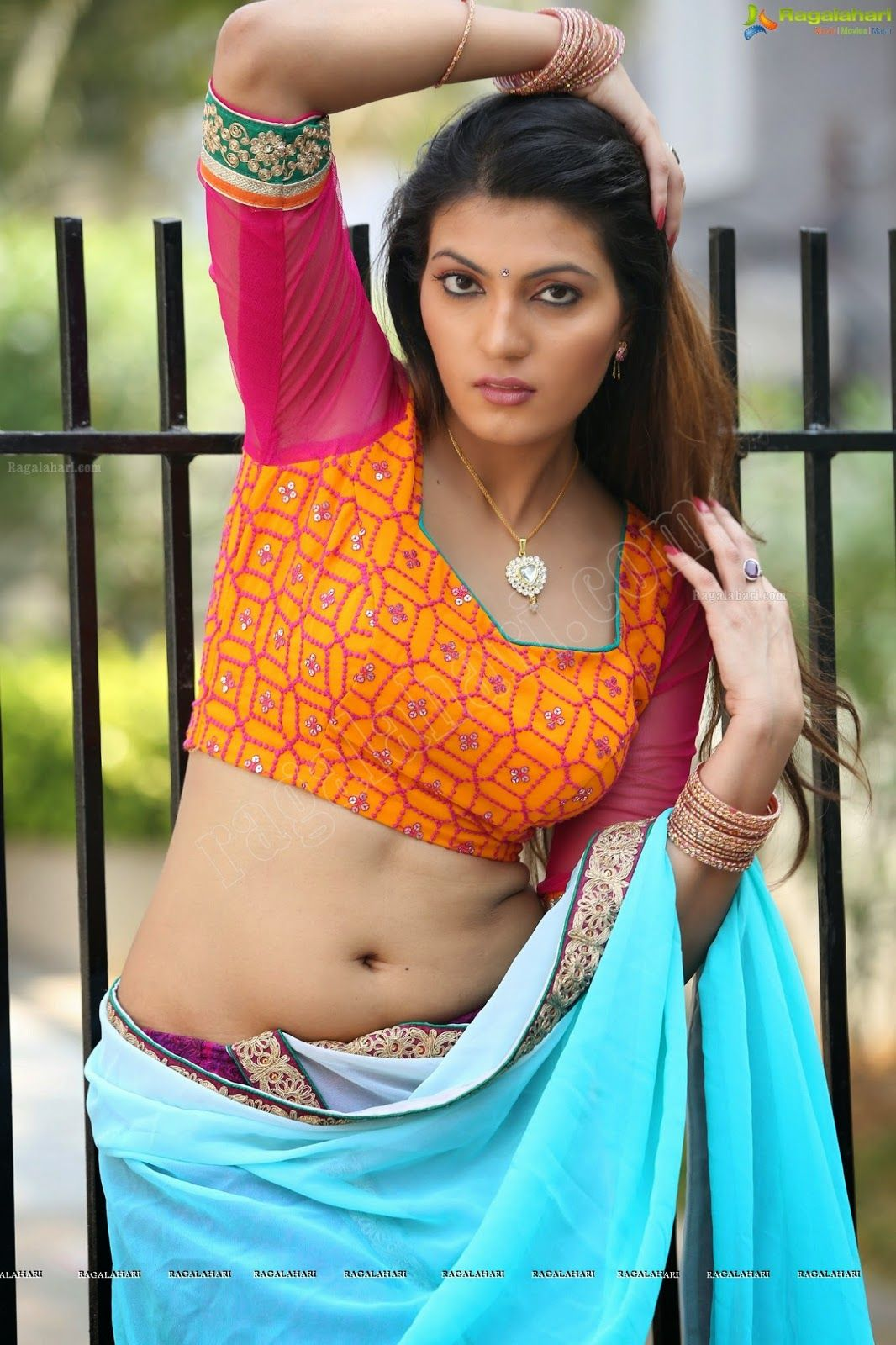 4931ee30988024 actress largest navel