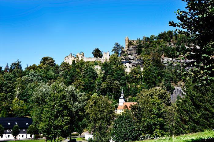 Der Kurort Oybin Mit Der Alten Klosterruine Im Zittauer Gebirge Fotografie Von Lothar Seifert Reisen Deutschland Reisen Burg
