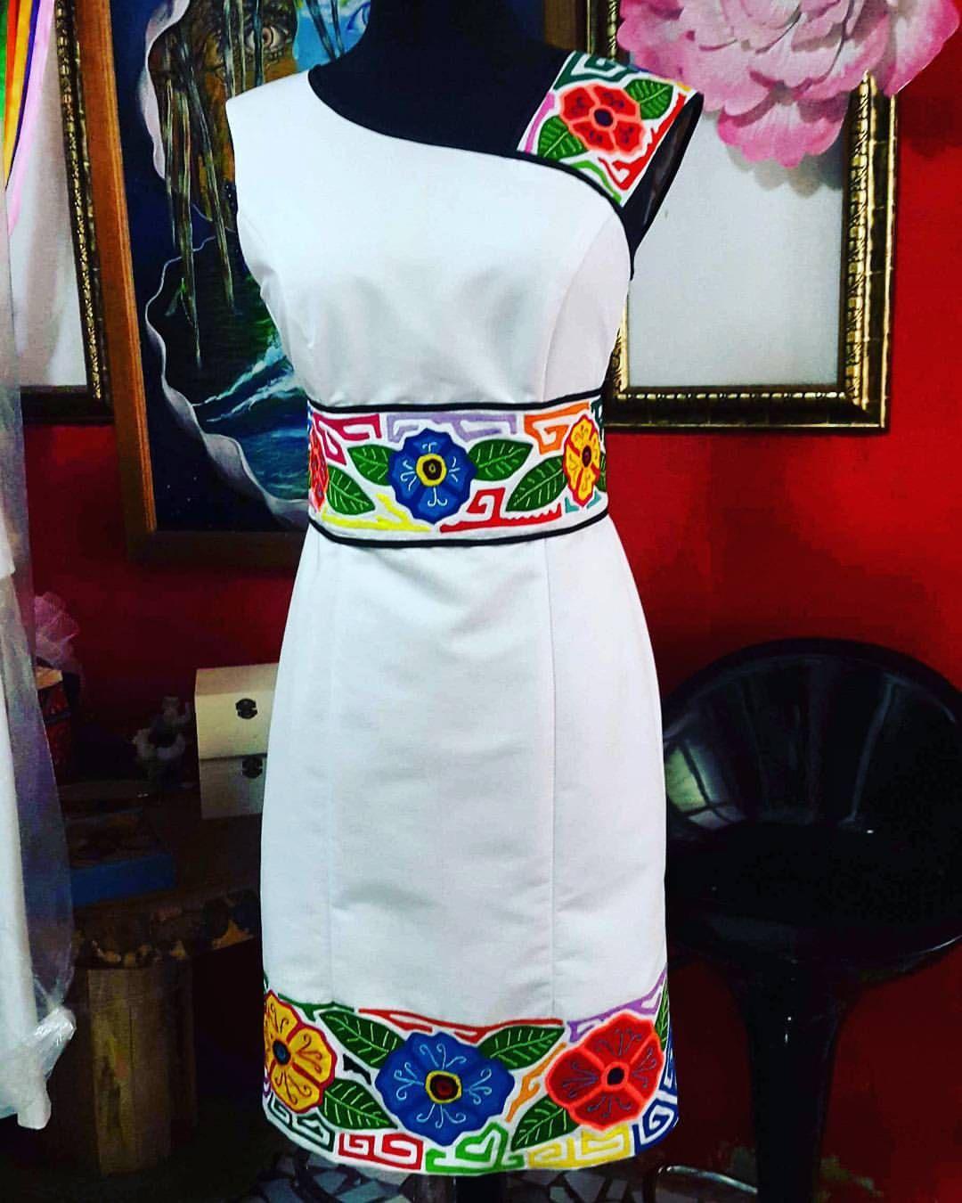 6301e20dc8 vestido blanco con flores de colores y patrones