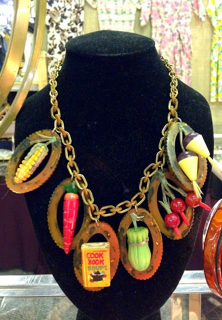 Idiosyncratic Fashionistas Bakelite Jewelry Plastic Jewelry Bakelite Brooch