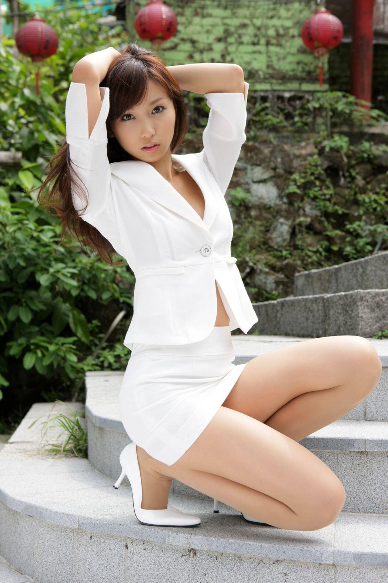 Japanese miniskirt babes — img 3