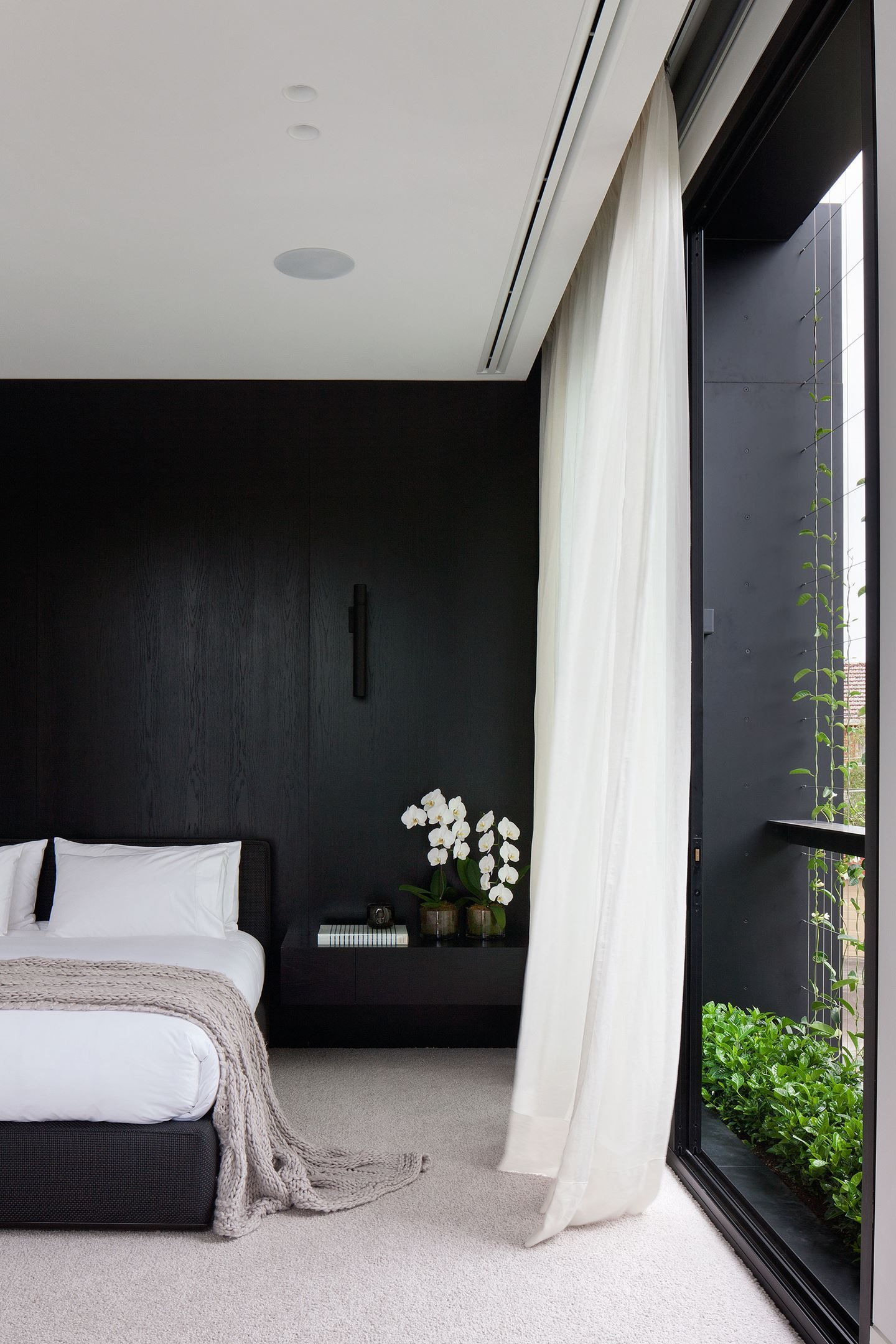 H G Top 50 Rooms 2016 Bedrooms Bedrooms Blackmarblehouse Darkmarblehouse Hampg Marblehouseaccessori In 2020 Black Accent Walls House Interior Luxurious Bedrooms