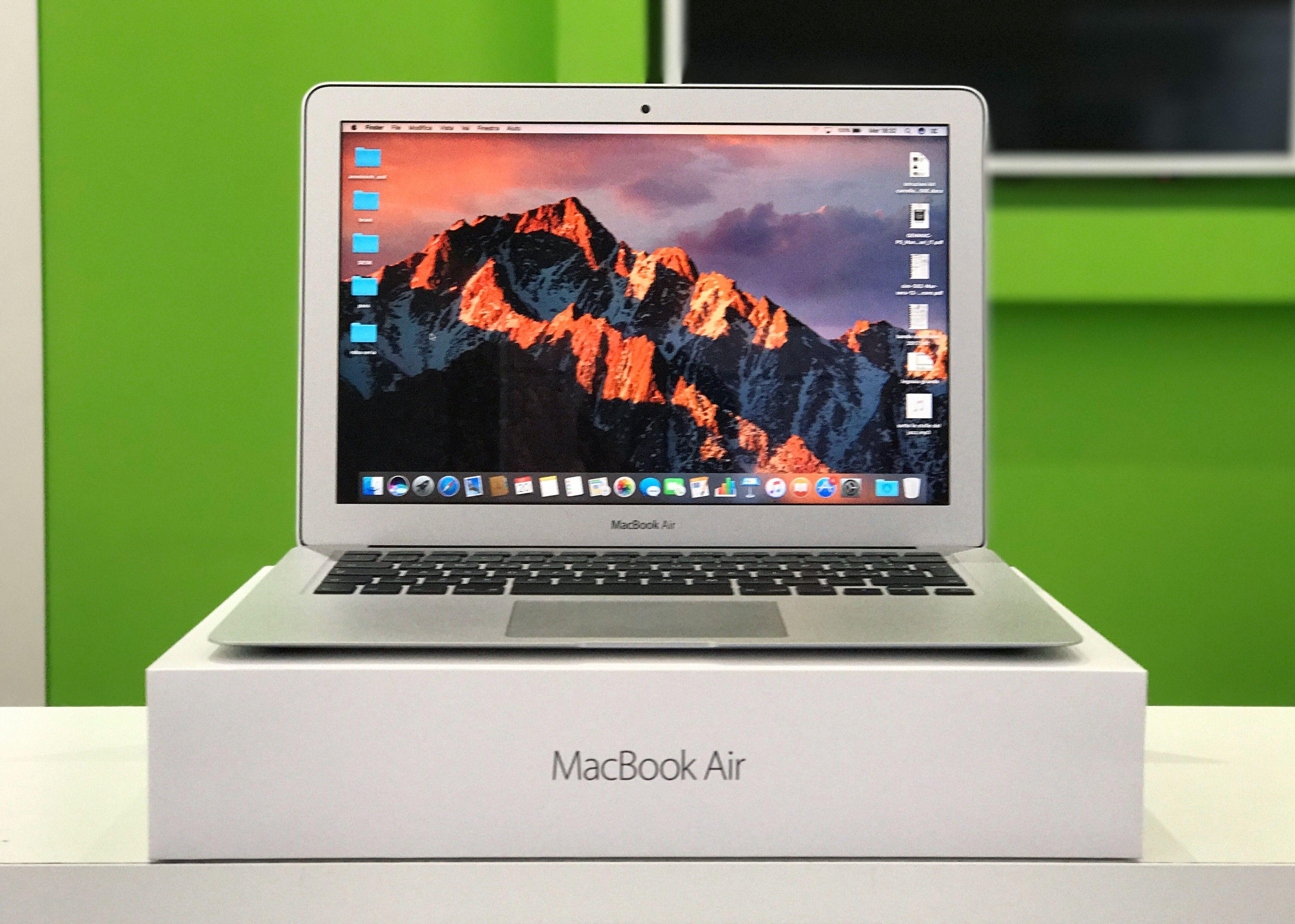 Acquista i nuovi Apple MacBookAir e MacBookPro 2017, in