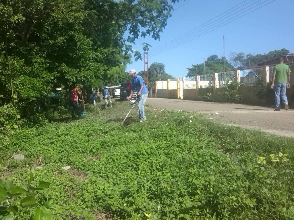 @FEdumedia : RT @candangacasique: MervinMaldonado: #EnCayapaEscolar Activados en el regreso a Clases realizamos jornada de Limpieza en la UNB Pedro  https://t.co/CPURpfQ5pI