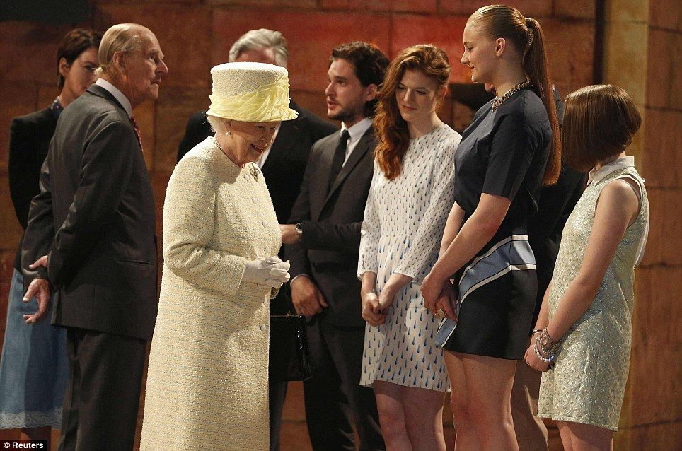 Is That For Me The Queen Visits The Game Of Thrones Set Game Of Thrones Set Queen Elizabeth Memes Game Of Thrones Cast