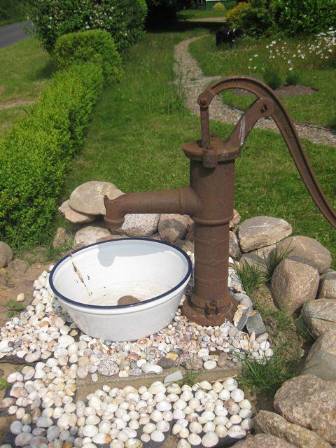 Beitrage Uber Garten Deko Auf Buntes Aus Dem Norden Ein Wohnblog Garten Deko Wasserpumpe Garten Garten Deko Ideen