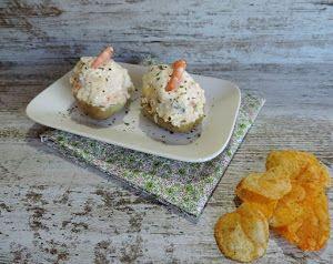 Si buscas nuevas ideas de rellenos para tus patatas, mira esta propuesta del blog MARRÓN-GLACE: de salmón y langostinos. Y se degustan frías.