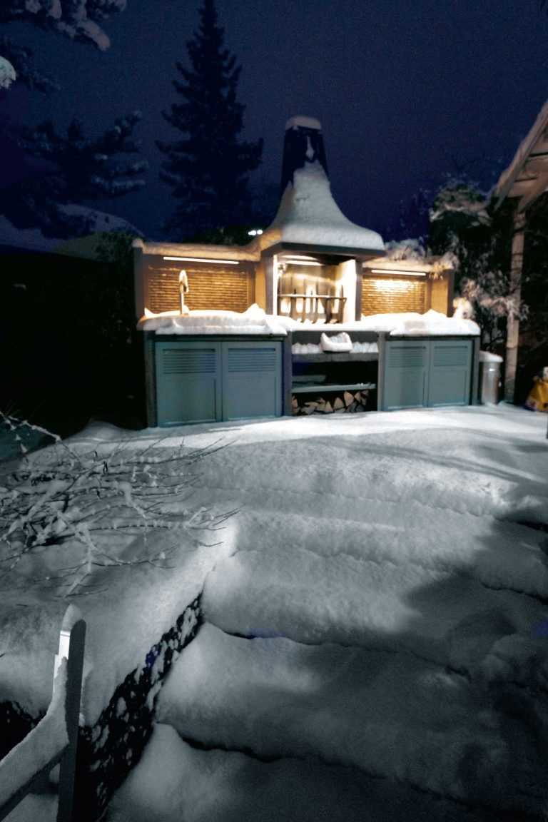 The Best Protection In Wintertimes For The Outdoor Kitchen Is Snow Cuisine Exterieure Cuisine Exterieur