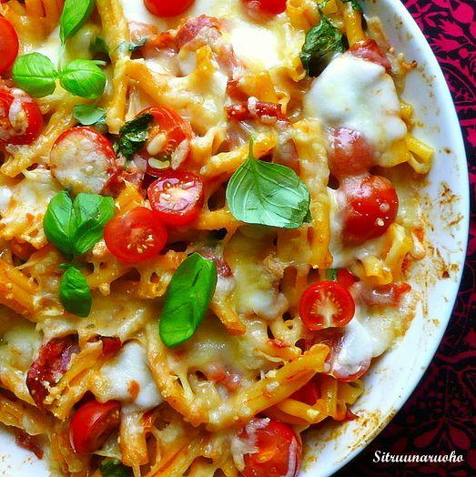 Mmmmm. Salamia... 4-6:lle n. 300 - 400g pastaa 1 tlk tomaattimurskaa n. 100g mascarponea 100g italialaista salamia ohuina leikkeinä (esim salame napoli) tai prk tonnikalaa 1 valkosipuli kynsi 1/2 ...