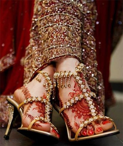 Bridal Shoes Every Indian Girl Must Have For Her Wedding Indian Wedding Shoes Indian Shoes Bridal Shoes