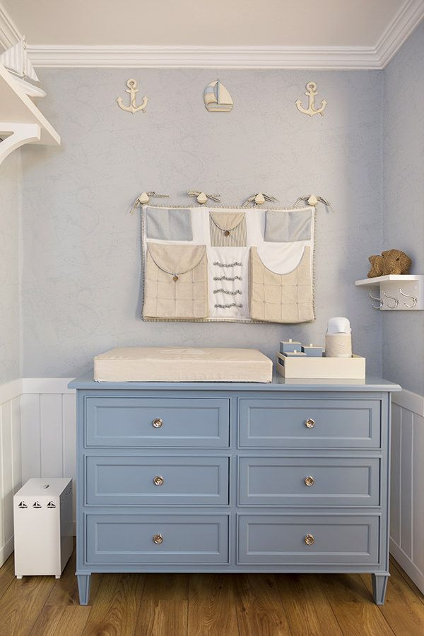 Quarto de beb em azul e bege com tema mar timo for Organizacion de la habitacion del bebe