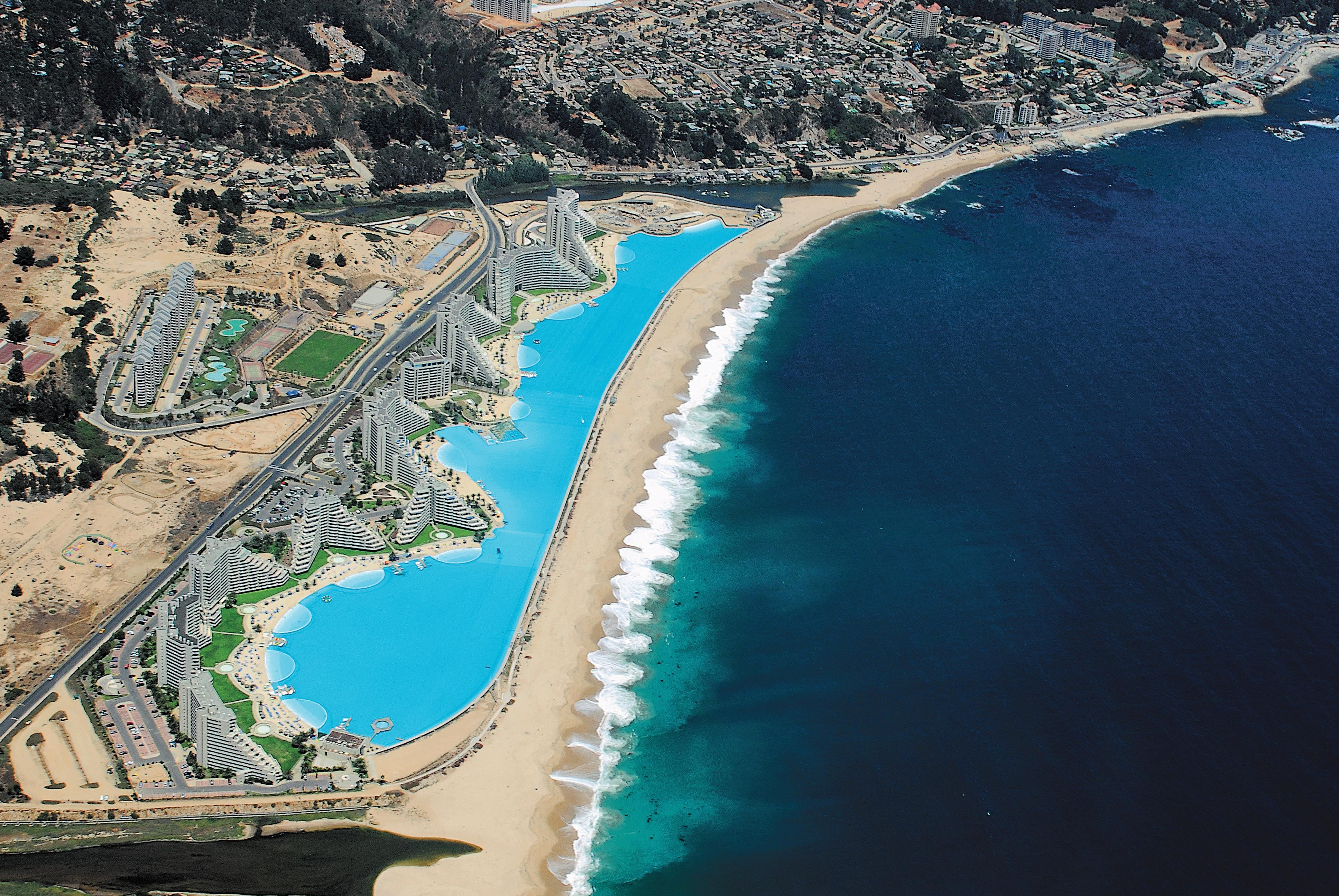 The largest swimming pool in the world is more than 3 000 for Giant swimming pool
