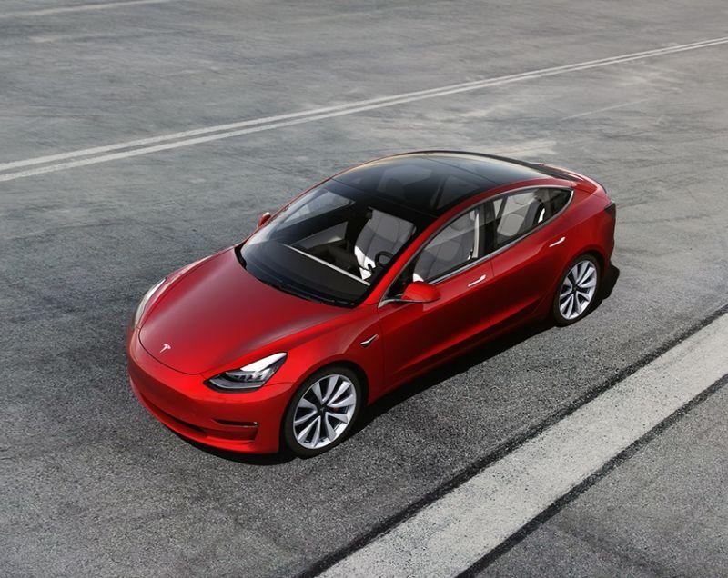 Tesla Model 3 Long Range Awd Deep Blue 19 Inch Velgen Kenteken 2019 Op Op Modelos De Tesla Auto Electrico Tesla