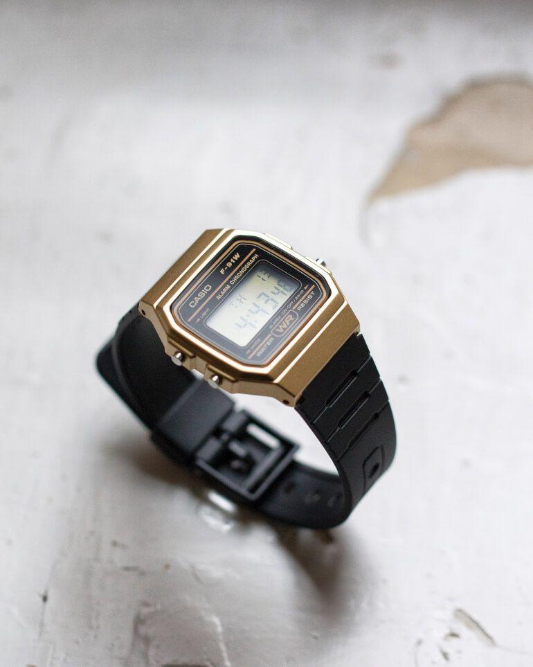 84d9db6a1 Casio digital watch in new gold & black color.   Digitálky Casio v nové  černo