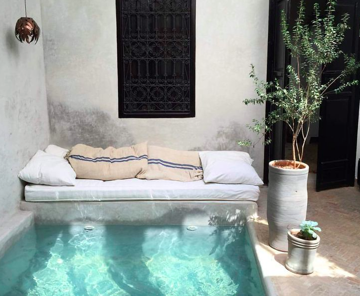 Pin By Claire Barbes On Deco Idees Small Pool Pool Interior