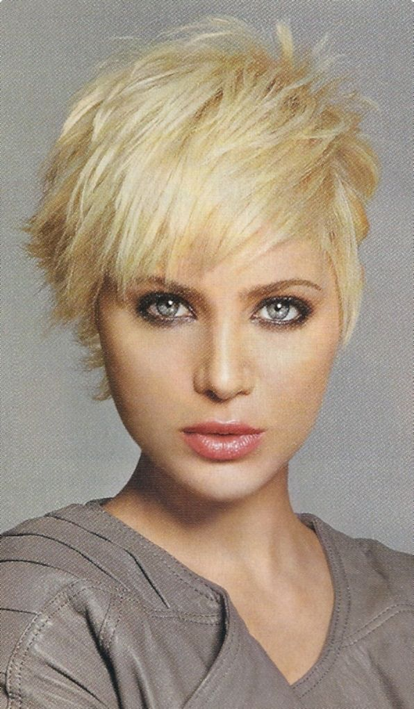 woman short messy hairstyle 2015 Kapsels/ Hair Coupe