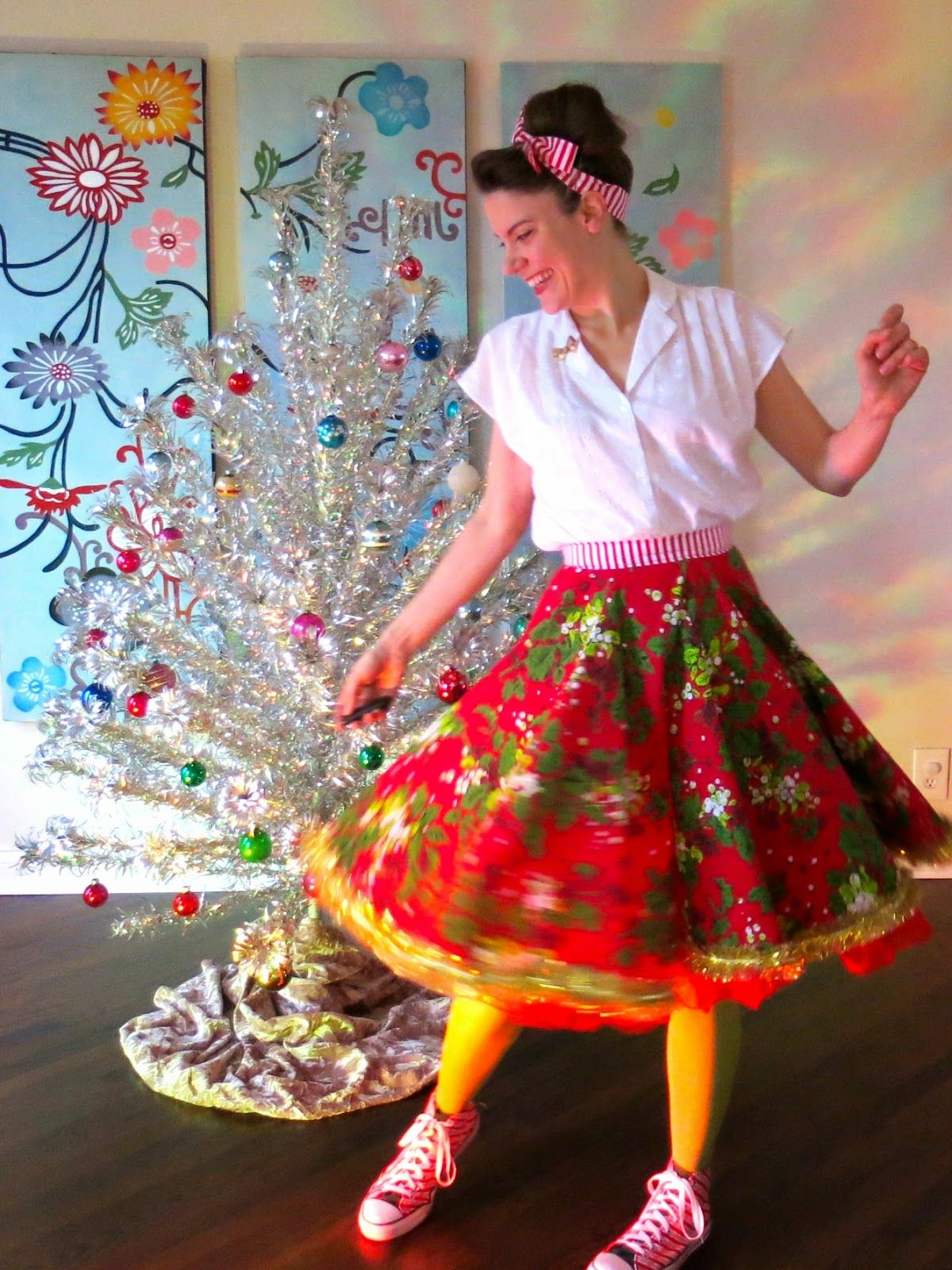 Cassie Stephens Diy Christmas Tablecloth To Lady Skirt Diy Christmas Outfit Diy Christmas Tree Skirt Christmas Tree Skirt