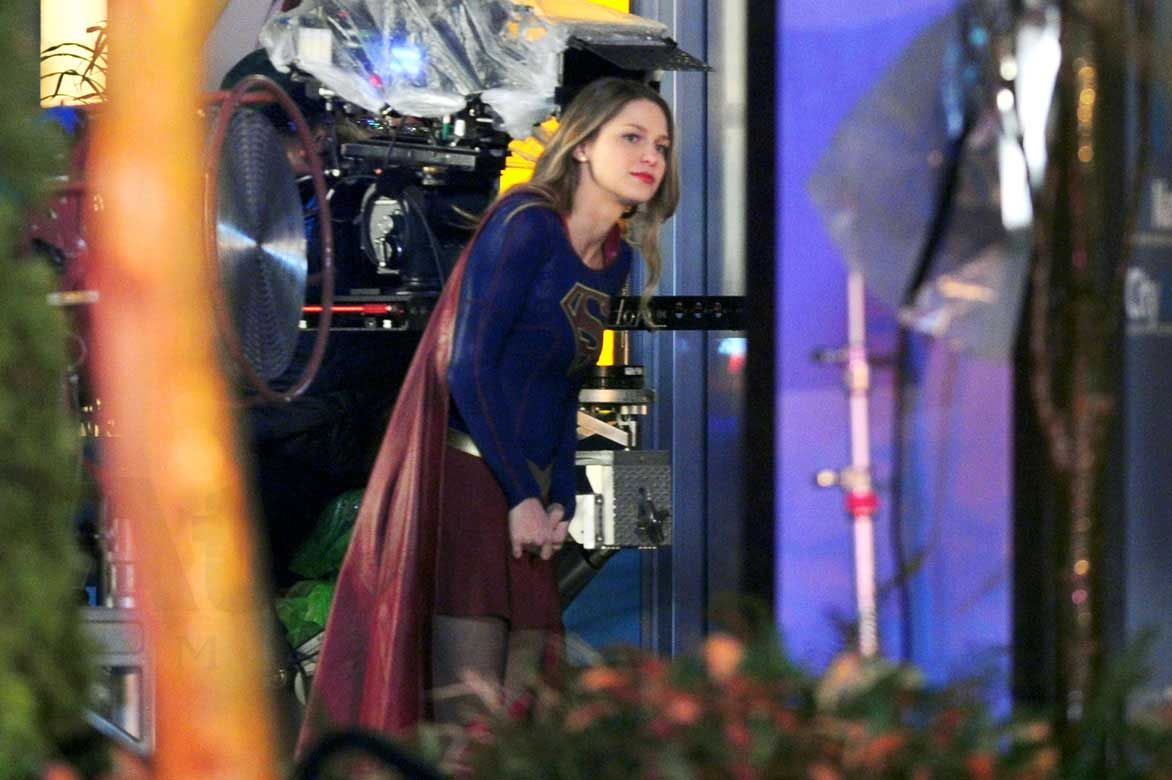 Supergirl Melissa Benoist Fighting Crime But Who S Behind The Mask With Images Supergirl Melissa Benoist Supergirl And Flash