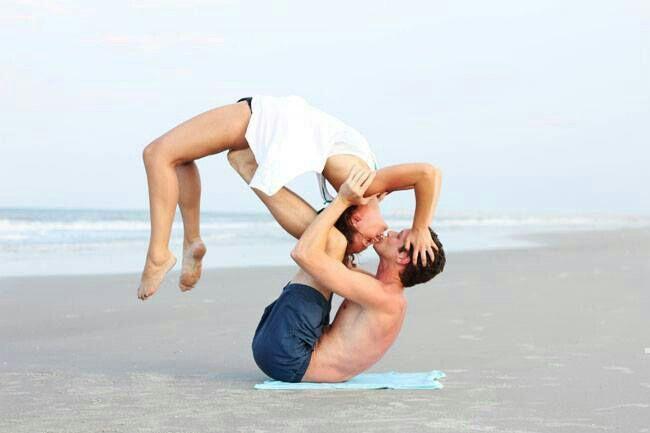 Playa Amor Y Yoga Fotografía De Yoga Yoga En Parejas Yoga Por Parejas