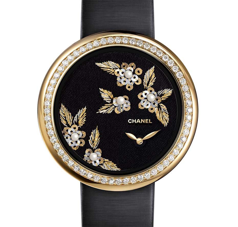 Chanel Mademoiselle Privé Camellia Brodé Lesage #watch, hand embroidered with gold and green silk thread, thread, yellow and white hold gold sequins and natural pearls