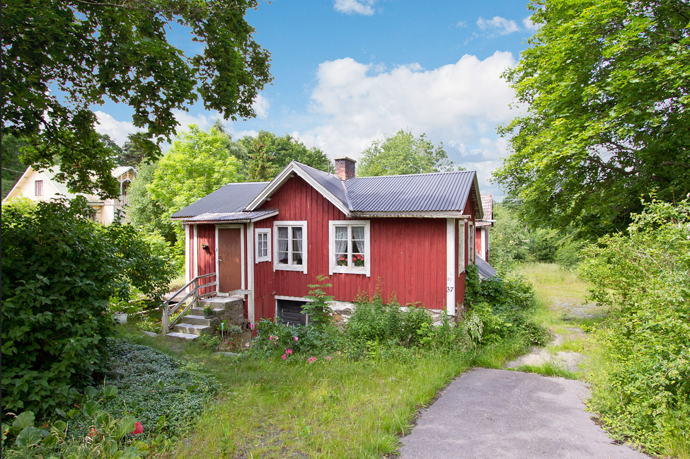 Haus kaufen in schweden kleines. Haus inmitten des Gartens