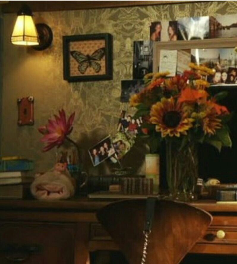 aria montgomery s room pll pll aria s bedroom more photos from the set of pretty little liars sweets