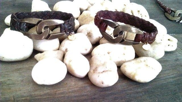 Leather brazalet by Patricia Peñaflor accesories