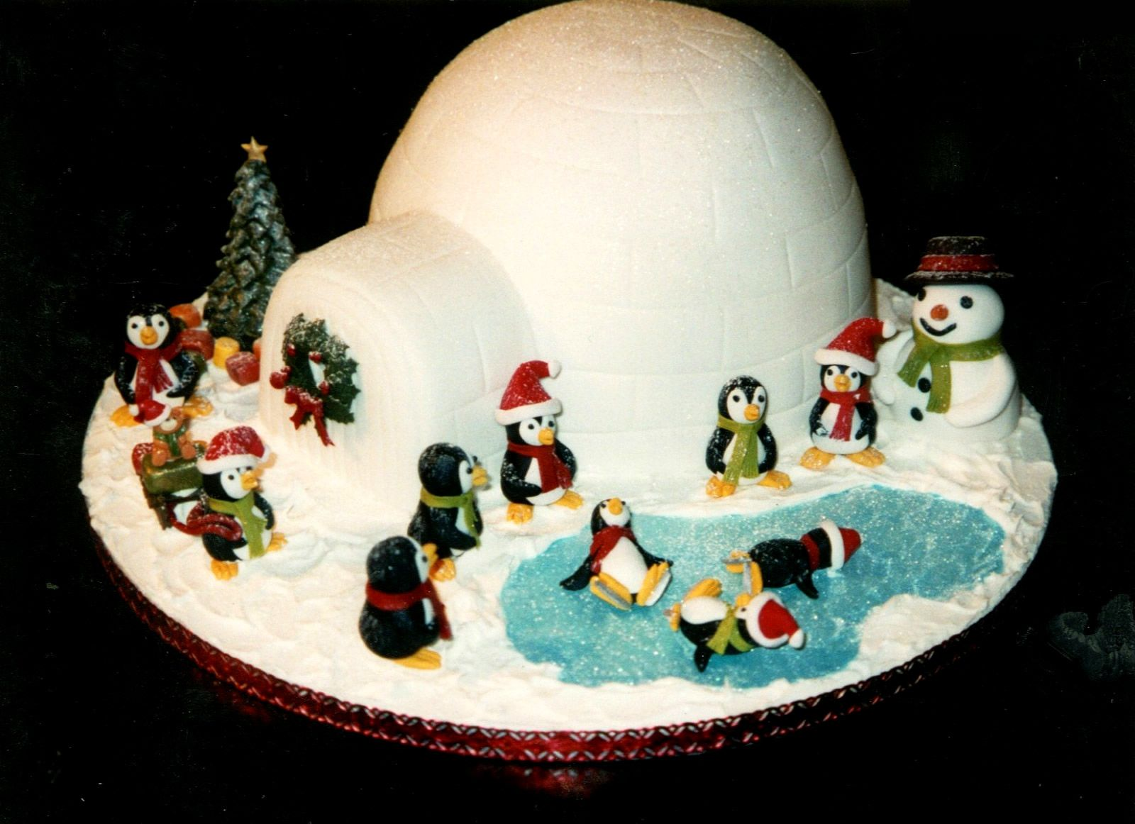 Christmas Cake Ideas With Penguins : Penguins With Igloo Christmas Cake This Is Found In For ...