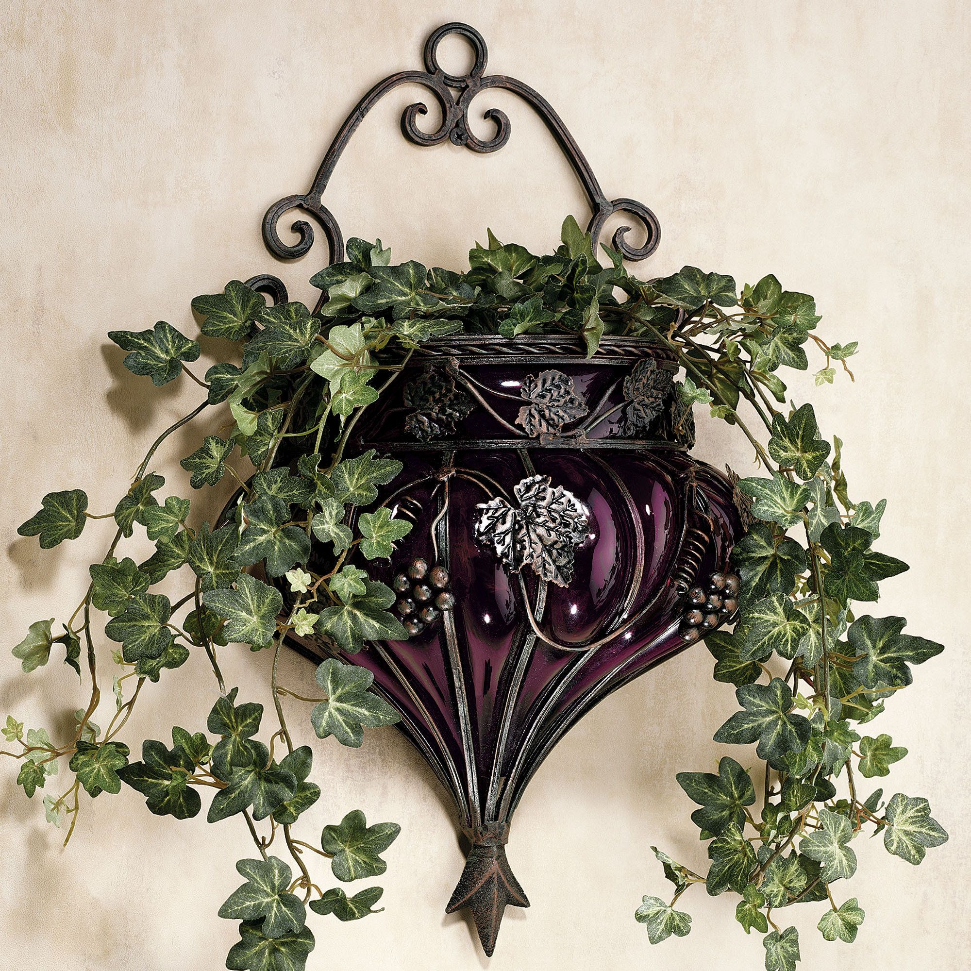 Grape Decor: Dining Rooms, Dark Brown And Baskets