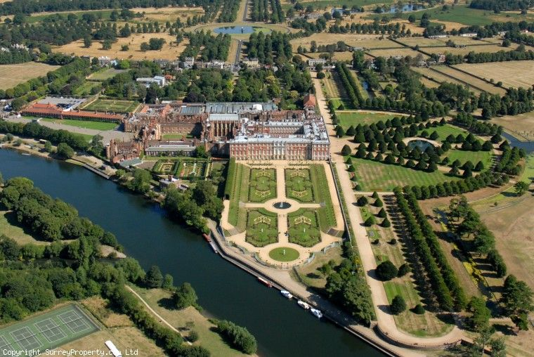 SURREY EAST MOLESEY HAMPTON COURT PALACE Was Built Around 1514 And Is Located In