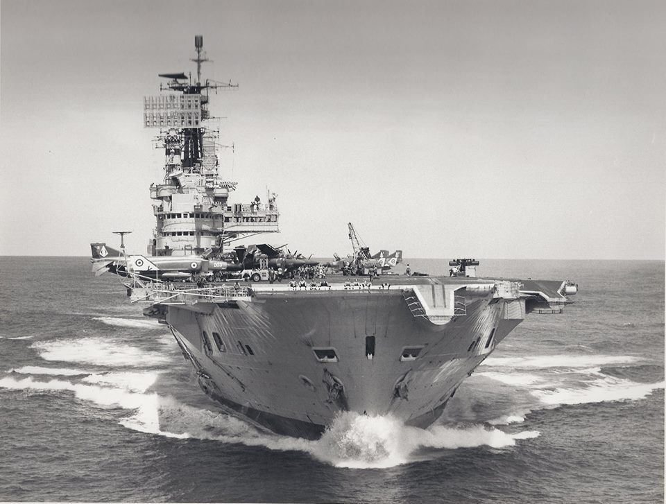HMS Ark Royal | HMS Ark Royal (R09) | Pinterest | De guerra, Guerra ...