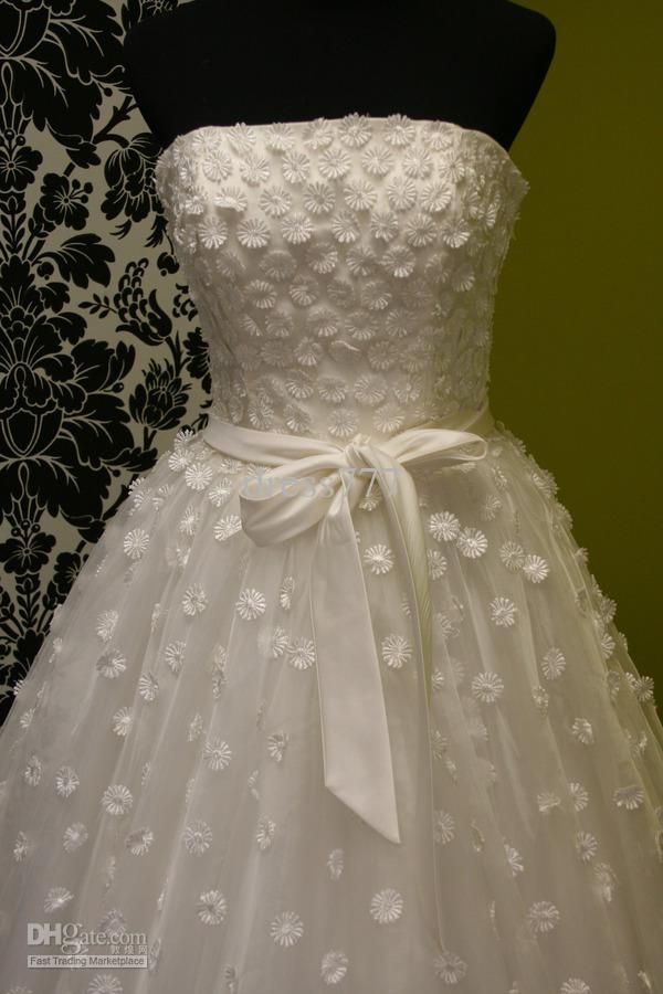 Fun Crazy Daisy Applique Wedding Dress Gown 600x900 Pixels